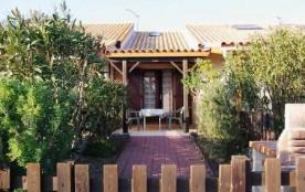 Résidence les Eaux Vives II - Pavillon 1 pièce cabine mezzanine avec salon de jardin et barbecue.