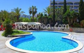 La résidence Peces est idéalement situé avenida Andorra, au cœur de Salou, la place de l'Europe e...