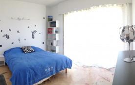 1 grande chambre avec rangements