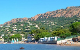 Camping au bord de la Méditerranée, à Agay, dans une ambiance familiale et tranquille, vous trouv...