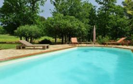 Maison 6 personnes , avec piscine et beau jardin