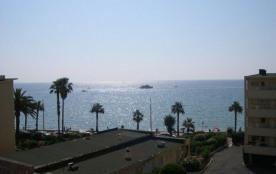 Les Horizons, résidence du front de mer, studio équipé pour accueillir 2 personnes, balcon vue mer.