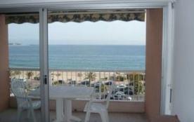 Dans une résidence en bord de mer et à proximité immédiate des commerces et de Port Fréjus, appar...