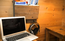 Wi-fi privé gratuit + Apple MacBook à disposition
