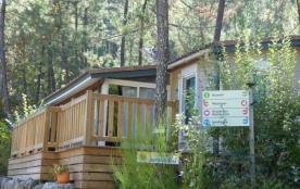 Dans le village de « Joyeuse », entre Cévennes et Provence, le Bois Simonet offre un site panoram...