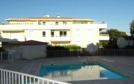 Dans une petite résidence neuve avec piscine, à 800 m du centre ville et 600 m des plages de Bonp...