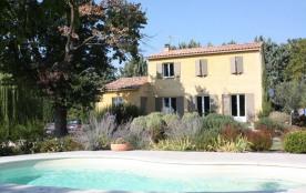 Le Jardin de Papé est une spacieuse maison de vacances pleine de charme, située à 800m du petit village typique d'Eyr...