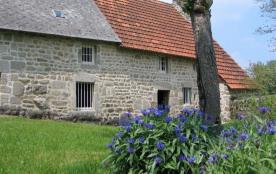 Maison de caractère du seizième siècle, totalement indépendante à 8 km du bourg.
