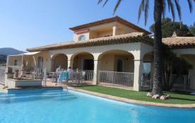Les Milliades est une luxueuse et lumineuse maison de vacances située sur le golf de Sainte Maxim...