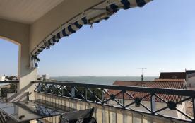 Appartement duplex avec Terrasse en Front de mer, dernier étage d'une résidence de Haut-Standing, ascenseur, piscine