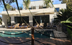villabaronjuanlespins . magnifique villa californienne 5 minutes à pied des plages commerces : baron_pascal@orange.fr