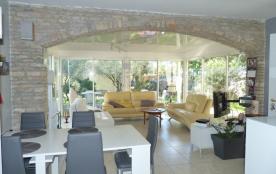 Nîmes, 3kms du centre ville, campagne et ville à proximité, maison 4 chambres, piscine privée sécurisée, terrain 1500m²
