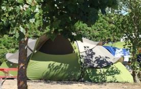 Camping 4 étoiles idéalement situé à 200 mètres de la plage, avec accès direct, le camping La Pomme de Pin vous accue...
