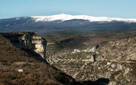Au départ des Gorges de La Nesque, à deux pas du village. Classement 3 étoiles.