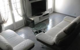 Salon avec home-cinéma
