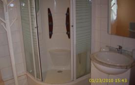Salle de bains étage.