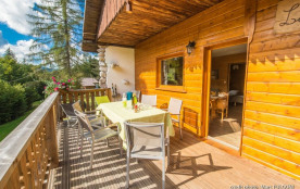 Chalet traditionnel en pleine nature, 6 à 8 personnes, 72 m², 4 chambres, poêle, terrasse, barbecue