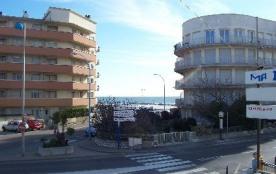 F2 pour 4 personnes Palavas Rive Gauche en premier étage avec une petite vue mer.