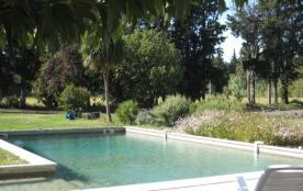 Le Mas des Mirabelles est un mas exceptionnellement beau avec vue sur le jardin et la campagne en...