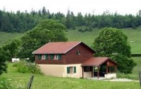 Chalet indépendant à proximité d'un hameau, en pleine nature et à 3 km du village, avec terrain p...
