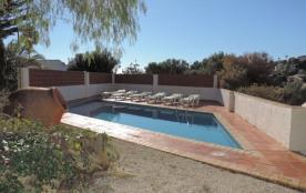 Villa avec piscine privée, proche mer, 4 chambres, dans un quartier tranquille de la côte