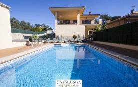 Villa del Art à Sils, à 9 km d'un parcours de golf PGA!