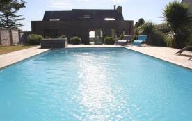 maison contemporaine avec vue sur le golfe du morbihan et piscine