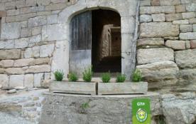 Les Si-rolliers gîte de caractère en pierre, poutres (fraîcheur et calme), capacité 9 à 11 person...
