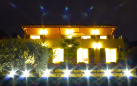 Villa SANTA ANA vue imprenable panoramique sur mer, village médiéval, vignobles. Piscine chauffée. Paradis pour enfants