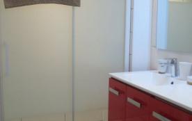 Nouvelle salle de douche (baignoire bébé pour les plus jeunes)