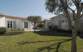 Villa 5 pièces 7 personnes. Location vacances, île de ré, maison individuelle de 1995 de plain-pi...