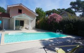 Villa avec piscine dans secteur calme (058)