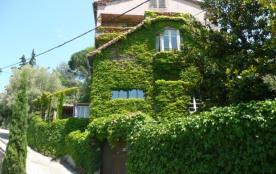 grande maison familiale pour 12 personnes piscine chauffée , spa , 15 km de carcassonne 5 chambres 5 salle d'eau 6 wc...