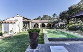 squarebreak, Bastide provençale contemporaine avec piscine à La