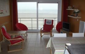 Appartement au troisième étage dans une résidence calme et face à la mer.