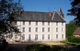 Dans le Parc Naturel Régional du Morvan, château du 19ème siècle dans un parc de 10 ha (forêt, te...