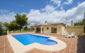 Villa OL Escu - Jolie villa climatisée partiellement, pour 6 personnes avec piscine privée, situé...