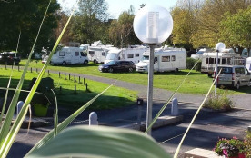 Camping Les Frênes - Val Mayenne, 90 emplacements, 5 locatifs