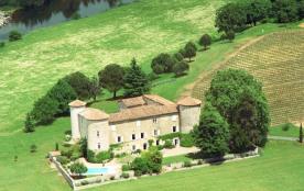 Château de la Selve situé sur les berges du Chassezac à proximité des Gorges de l'Ardèche, dans u...