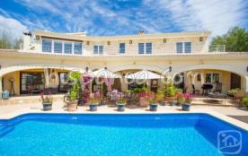 Cette location de villa avec piscine en Calpe vo