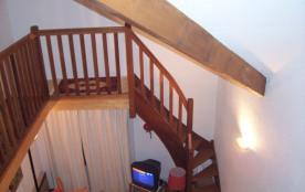 Accès mézzanine par escalier