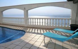 Villa à Roses avec magnifique vue sur mer.