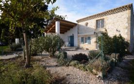 Gîtes de France - En campagne sur 5 hectares d'arbres fruitiers, joli mazet indépendant du XVIIIe...