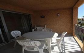 FR-1-309-37 - Appartement type F2 en rez-de-chaussée d'une petite résidence, avec terrasse et par...