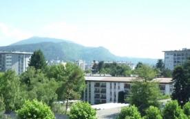 Cet agréable et lumineux 2 pièces est à 10 mn du centre-ville d'Annecy et du lac.