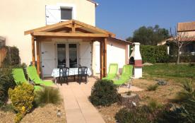 Entrée,  terrasse, barbecue et jardin
