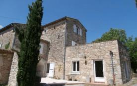 En Ardèche méridionale, à deux pas du Gard, joli gîte sur 2 niveaux aménagés dans une partie d'un...