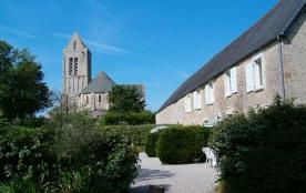 Dans un site classé dominant la campagne et le littoral, dans le cadre magnifique de l'église de ...