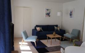 T3 dans une résidence sécurisée, entièrement rénovée avec gout, il est au calme avec vue sur la ville d'hiver, et pro...