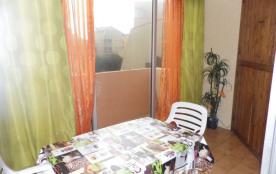 Studio cabine 4 couchages, au premier étage, dans résidence avec accès direct plage.